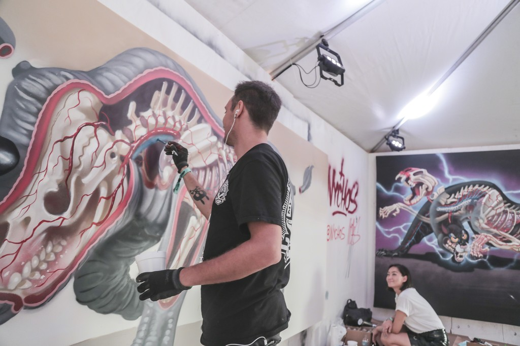 "Nychos live painting ""Dissection of Rhino""."