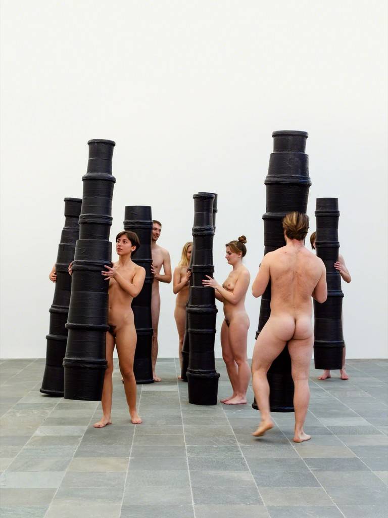 "Performance ""Paris Refake Seven Columns"" by Richard Hoeck, Photo: © Belvedere, Vienna"