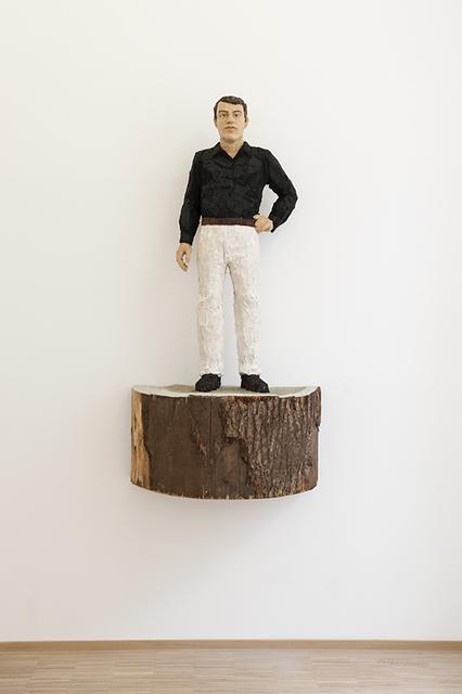 , 'Homme en chemise noire et pantalon blanc,' 2018, Nosbaum & Reding