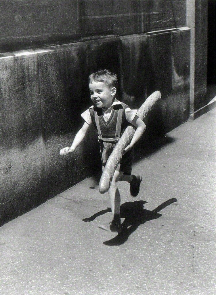 Le Petit Parisien, 1952 by Willy Ronis