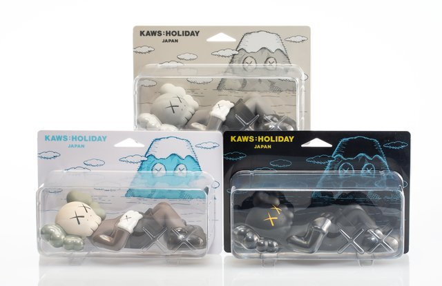 KAWS, 'Holiday: Japan, set of three', 2019, Sculpture, Painted cast vinyl, Heritage Auctions