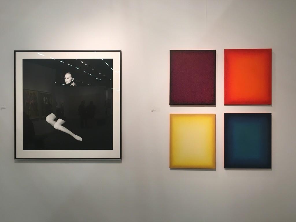 "Jerry SCHATZBERG: Fay Dunaway, 1968, gelatin sliver print, edition 20, 40 x 40"" : Eberhard ROSS: Fermata, 2016, oil on canvas"