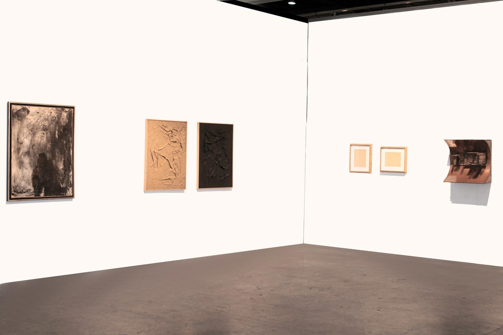 Booth view. Selection of masterpieces from Argentinian Post War Art. Lucio Fontana and Destructive Art legacy. From Left: Alberto Greco, Kenneth Kemble, Lucio Fontana and Luis Wells.