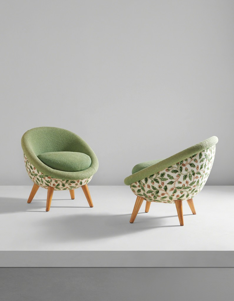 "Pair of low ""Œuf"" chairs"