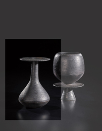 Bottle with hourglass base and disc lip