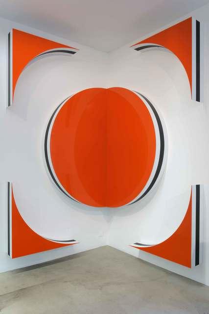 , '« Photo-souvenir » : Quand les carrés font des cercles et des triangles : Hauts-reliefs situés - H,' October 2010, kamel mennour