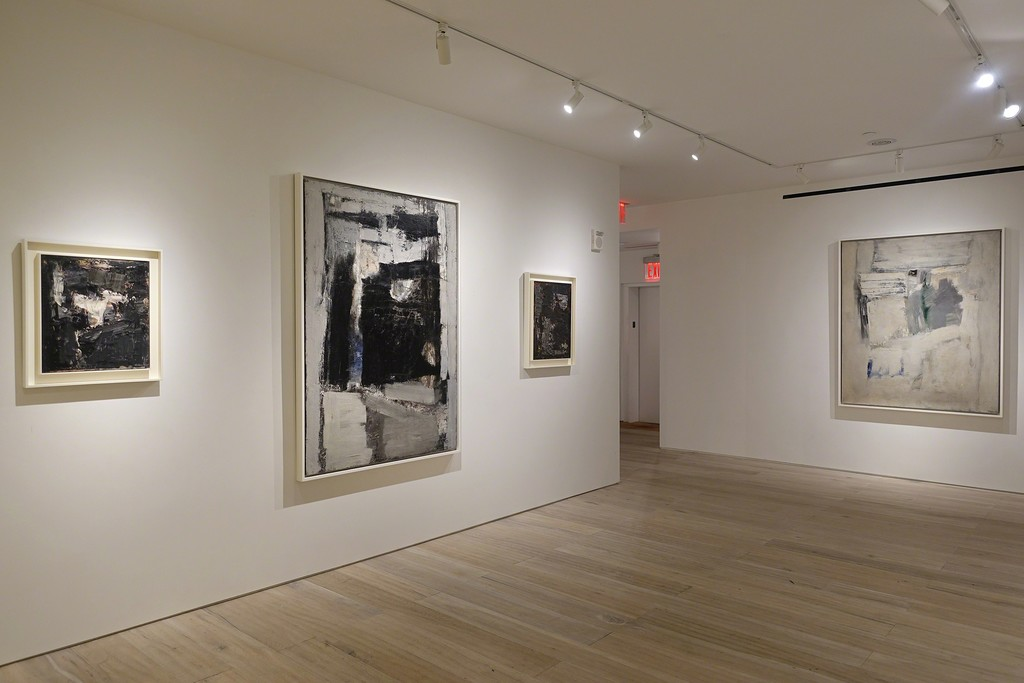 Installation view: Julius Tobias: Capturing Space, Paintings from the 50s & 60s
