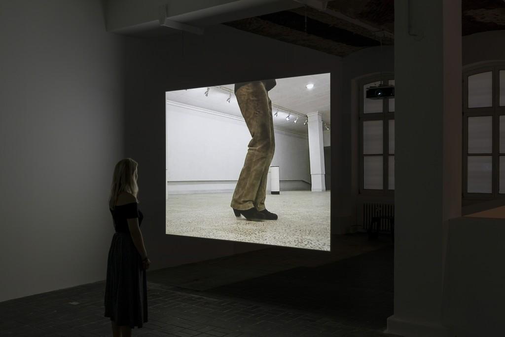 Hiwa K, Moon Calendar, Iraq, 2007, Ein-Kanal SD Video / Single-channel SD Video, Installationsansicht / Installation view, KW Institute for Contemporary Art, 2017, Foto / Photo: Frank Sperling.