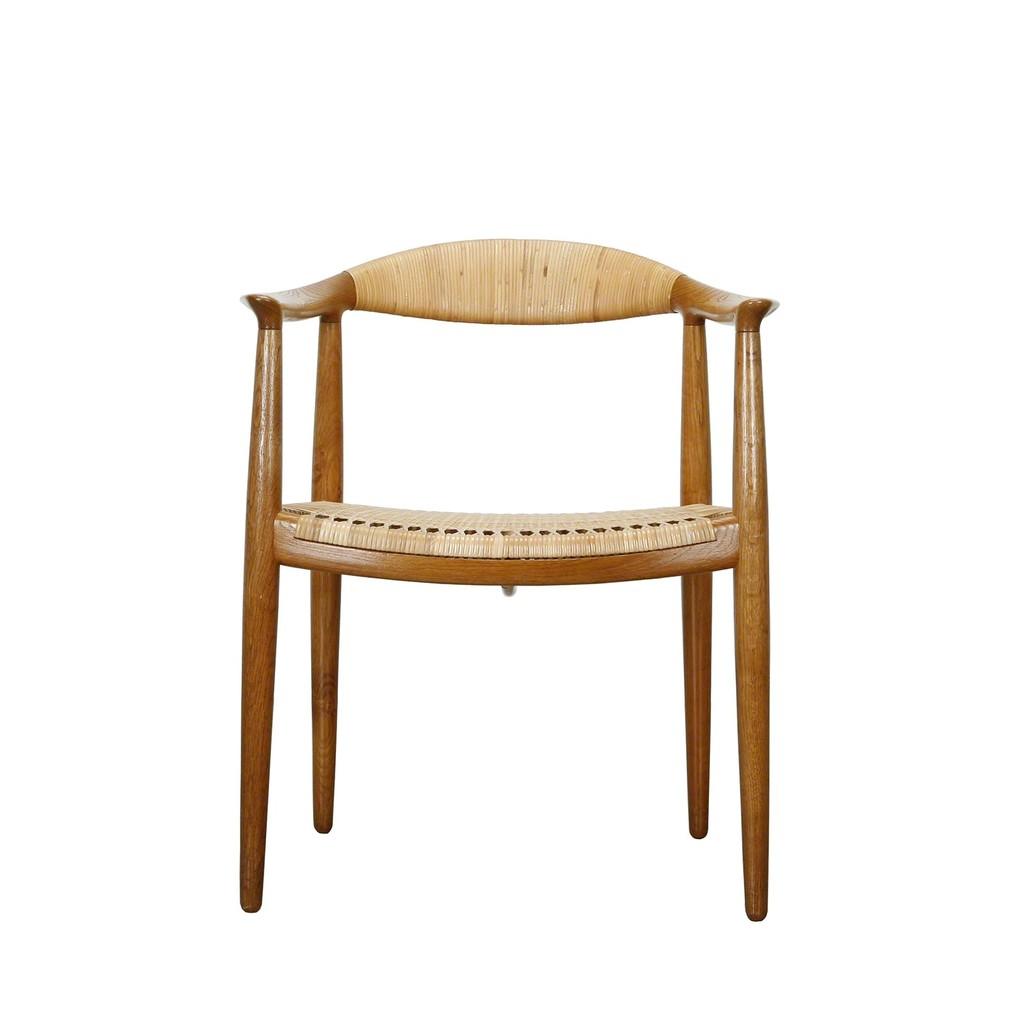 Hans J. Wegner | The Chair (1949) | Artsy