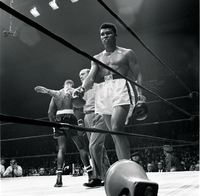 , 'Clay Walking to Corner vs. Jones,' 1963, TASCHEN
