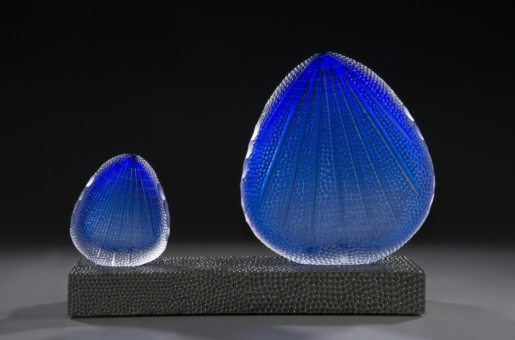 "ADAM WAIMON -  Deep see blossoms - Blown and carved glass, slate - 12"" x 17"" x 6"""