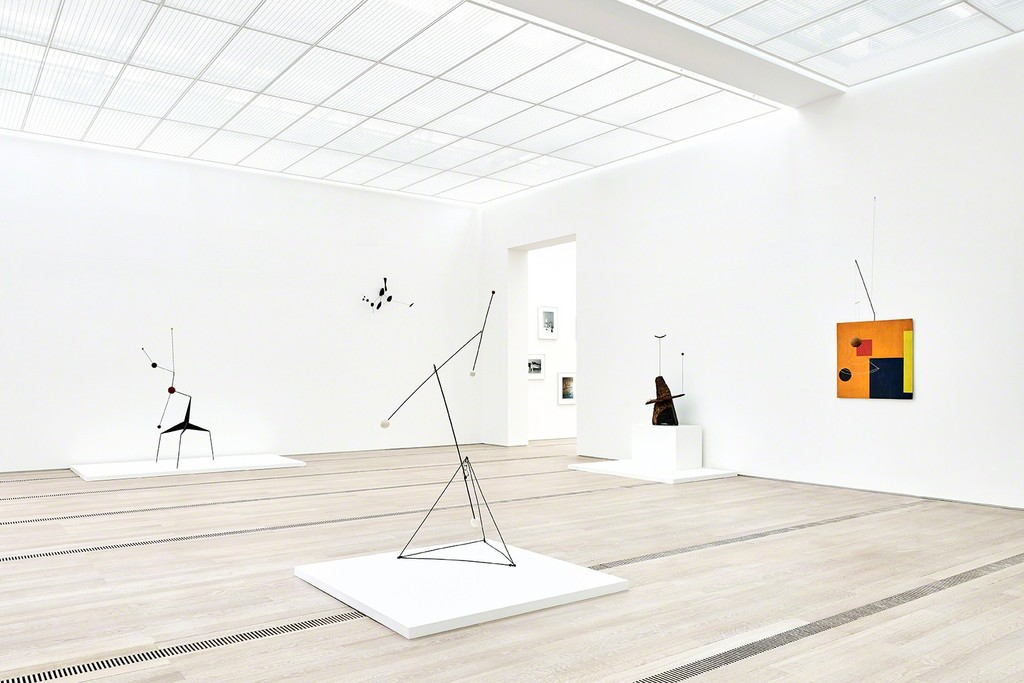 "Installation view of the exhibition ""Alexander Calder & Fischli/Weiss"" Fondation Beyeler, Riehen/Basel, 2016 © Peter Fischli David Weiss / 2016 Calder Foundation, New York / ProLitteris, Zurich. Photograph by Mark Niedermann"