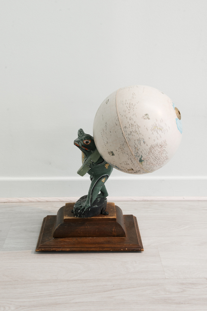 , 'Grenouille soulevant la Terre,' 2017, Galerie Liusa Wang