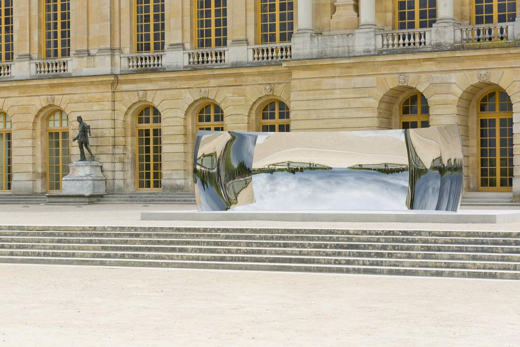 """Anish Kapoor, """"C-Curve"""" (2007). Château de Versailles. CourtesyKapoorStudio,Kamel Mennour and LissonGallery, © Tadzio"""