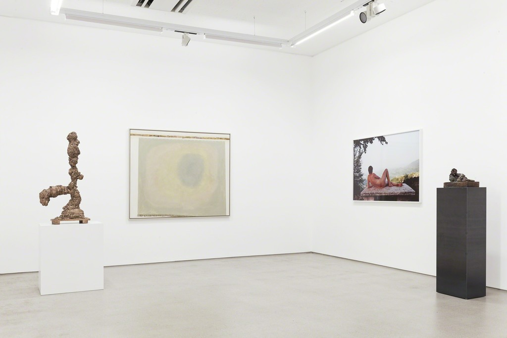 installation view G2 Kunsthalle, Hildebrand Collection, with art works by (from left to right) Tal R, Juliana Ortiz, Grit Hachmeister and Thomas Schütte, photo: Dotgain © the artists & G2 Kunsthalle, Leipzig.