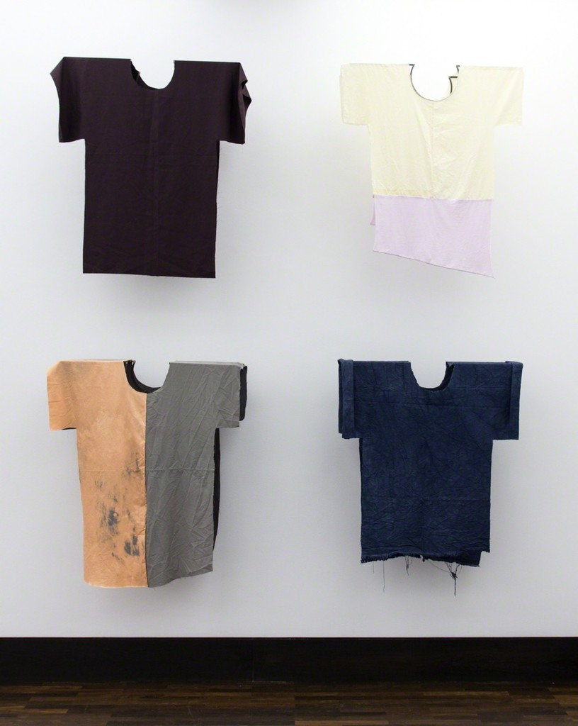 Felix Oehmann, T-Shirt, 2017, cloth, steel, each appr. 110 x 90 x 50 cm
