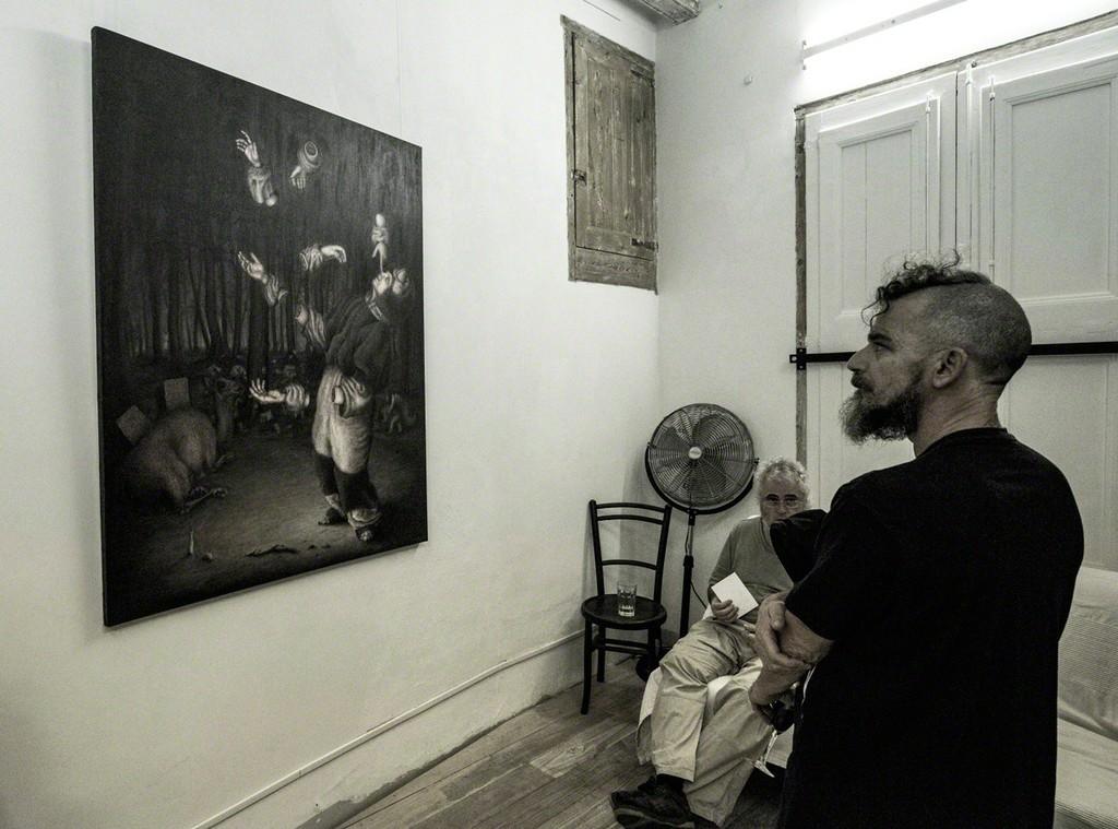 """Watching """"Jeu de Mains"""" by Bruno Pontiroli"""
