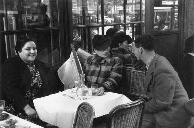 , 'Charlotte Hockenheimer, Valeska Gert, Erwin Blumenfeld in einem Pariser Café,' 1932-1922, Museum für Fotografie