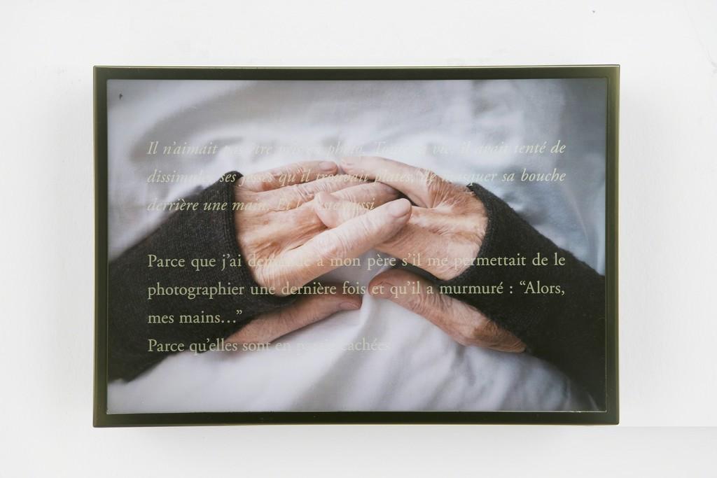 Les Mains de Bob, 2018  Digital photograph, diasec, light box  33 × 50 cm / 13 × 19 11/16 in  © Sophie Calle / ADAGP, Paris 2018  Photo: Claire Dorn / Courtesy Perrotin