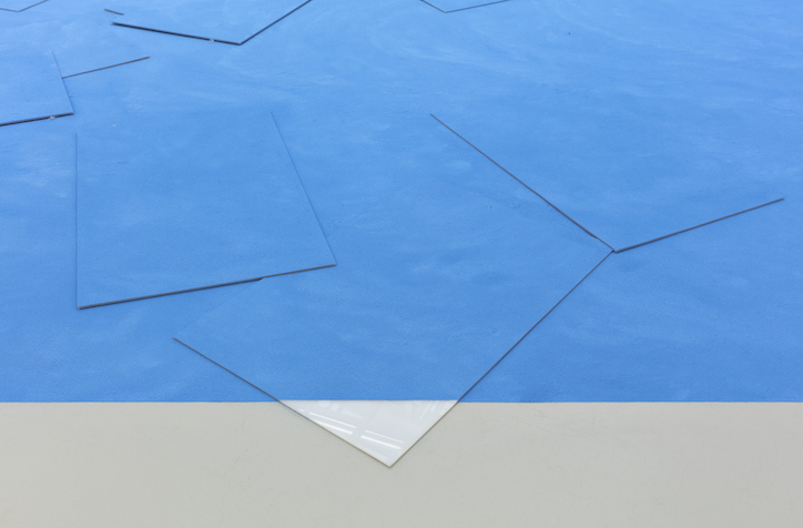 Schirin Kretschmann installation view at Kunstverein Hannover, 2017 photo: Raimund Zakowski  Courtesy of the artist, Galerie Jochen Hempel, Leipzig / Berlin and Galerie Gisela Clement, Bonn