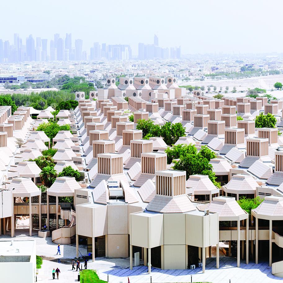 Qatar University in Doha, Qatar, entworfen von Kamal El Kafrawi, 1974-1983 ©Markus Elblaus