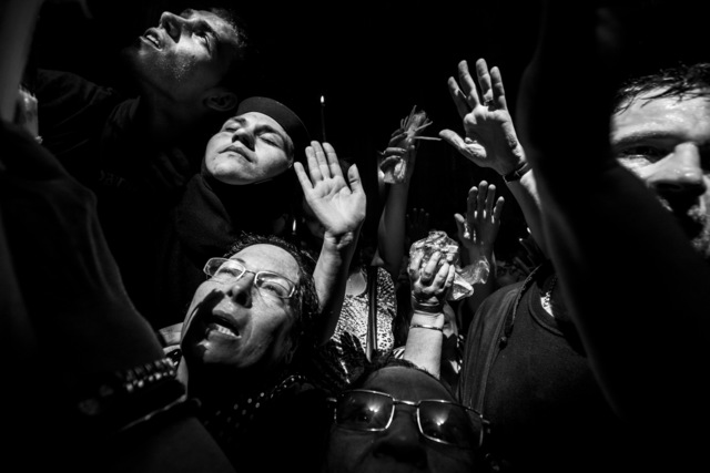Ziv Koren, 'Israel Apr. 2008 - Christian Orthodox pilgrims trying to touch the holy light in the Church of the Holy Sepulcher in Jerusalem's Old City', 2008, Ouro Studio