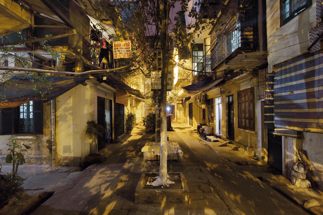, 'Hanoi 18h6h 56 Market at night Thanh Ha Street,' 2014, Art Vietnam Gallery
