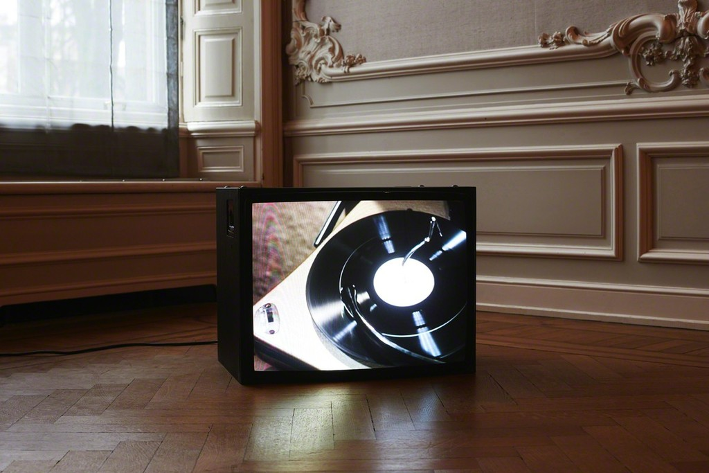 Christoph Girardet, Scratch, video loop, 4:45 min. 2001