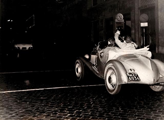 Tazio Secchiaroli, 'The photohraphers rlo Bavagnoli and Enrico Sarsini chasing Ava Gardner's car after got a flat tire', Photography, 70s print, gelatin silver print, Bertolami Fine Arts