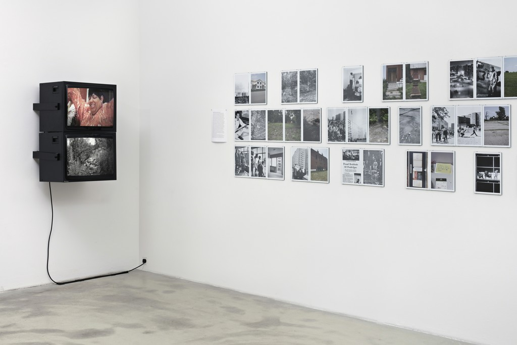Peggy Buth, The Politics of Selection – Vom Nutzen der Angst, exhibition view of THEN/NOW PRUITT-IGOE with the videos Reunion-Gala and Pruitt-Igoe, all 2015