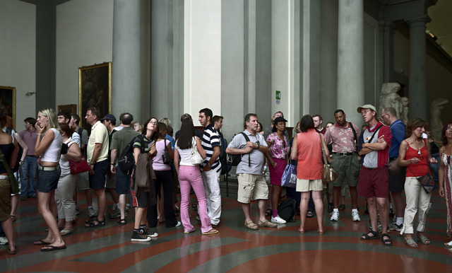 , 'Audience 9 (Galleria Dell' Accademia), Florenz,' 2004, Marian Goodman Gallery