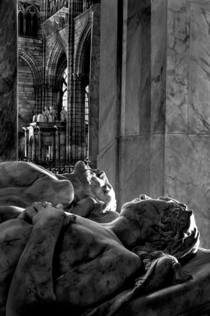 , 'Gisants Catherine de Médicis et Henri Il avec au fond le tombeau de François ler de Claude de France  et de leurs enfants (018) ,' 2014, Galerie Galea
