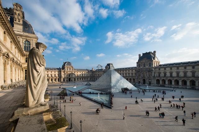 'Cour Napoléon et pyramid (Napoleon courtyard and pyramid)', Musée du Louvre
