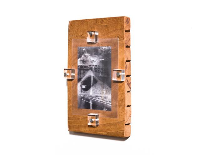 Pedro Victor Brandão, 'Deslizamento - da sérieWYBINWYS(O que você compra não é o que você vê) [Sliding -WYBINWYSseries (What you buy is not what you see)]', 2013, Portas Vilaseca Galeria