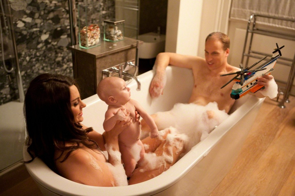 сын подсматривал за мамой как она моется в душе