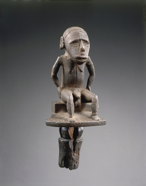 , 'Figure d'homme assis (Figure of seated man),' late 18th century -early 19th century, Musée du quai Branly