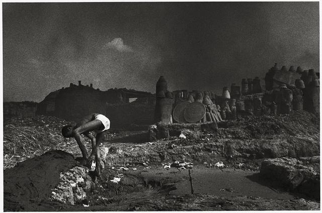 Paulo Nozolino, 'Mud worker, Cairo ', 1992, Galerie Les filles du calvaire