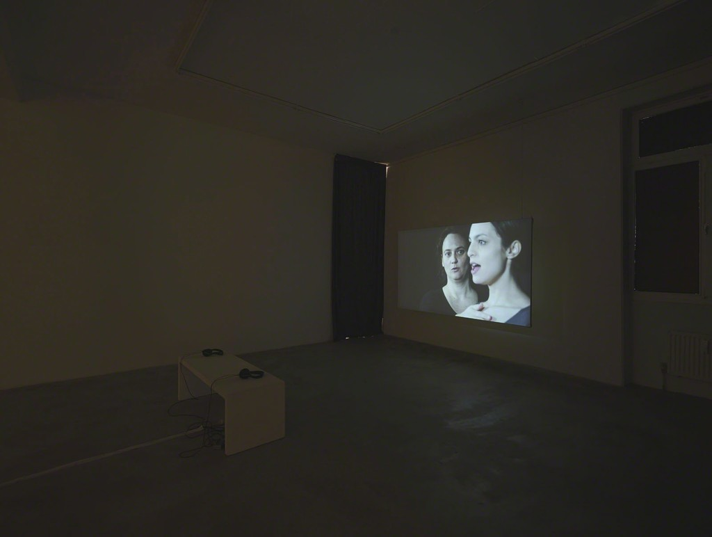 Katarina Zdjelar, Stimme, 2014, HD video, color, sound, 16:56 min, exhibition view at Klemm's, Berlin