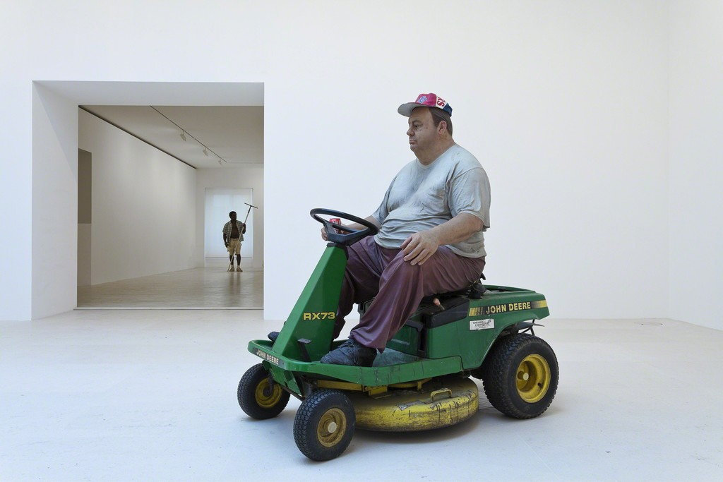 © The Estate of Duane Hanson. © Olivier Mosset. Photography by Zarko Vijatovic. Courtesy Gagosian Gallery.