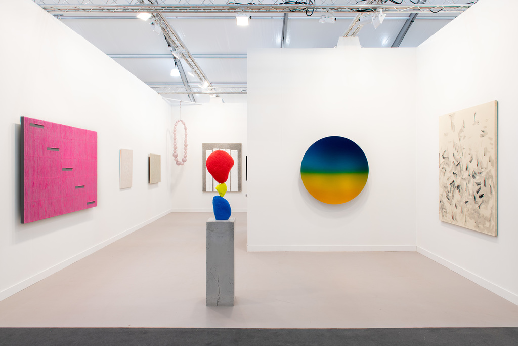 Kukje Gallery Frieze LA 2020 booth installation view
