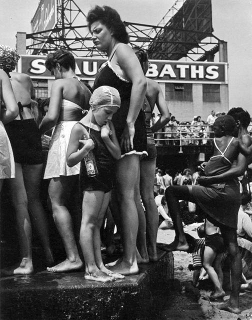 Morris Engel, 'Water Fountains, Coney Island', 1938, Photography, Gelatin silver print, PDNB Gallery
