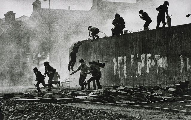 Don McCullin, 'Gangs of Boys Escaping C.S. Gas Fired by British Soldiers, Londonderry, Northern Ireland', 1971, Phillips