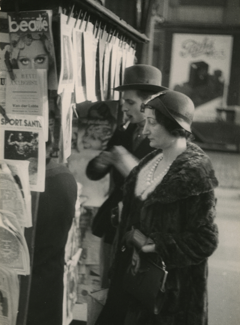 , 'Man and Woman at News Stand,' c.1929, James Hyman Gallery