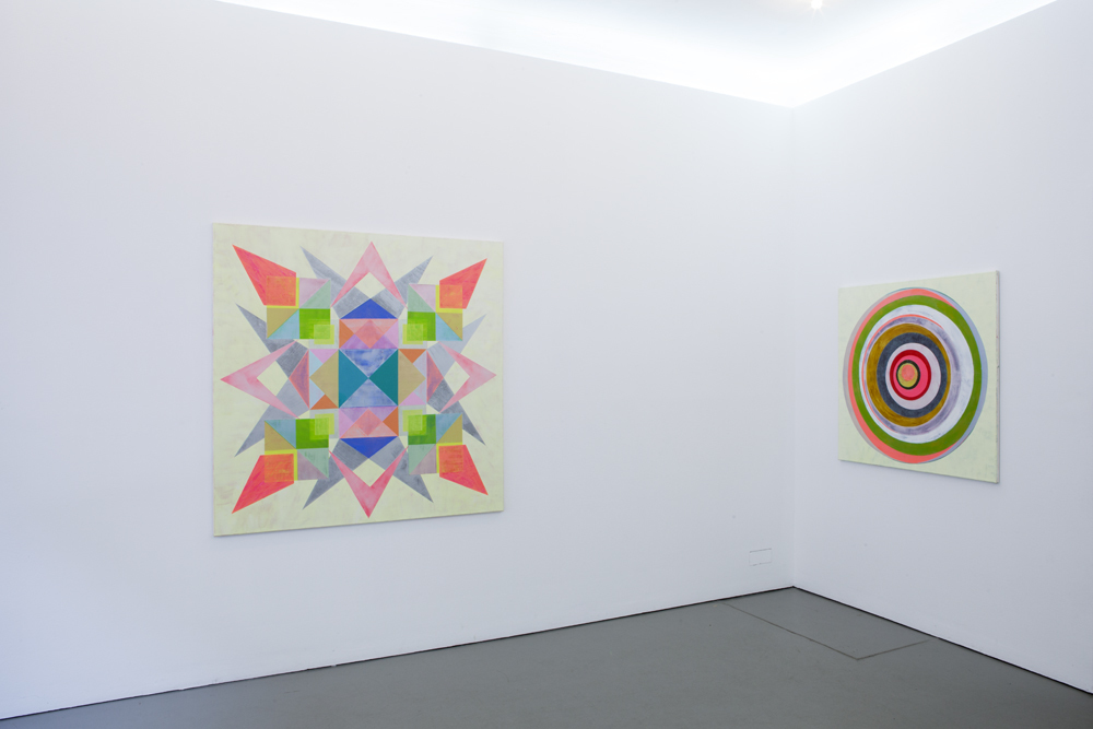 Installation shot with 'Pling # 2' (left) from 2018 (150 x 150 cm) and 'Eclipse # 2' from 2018 (110 x 110 cm), both oil and acrylic on canvas; photo: Lukas Heibges