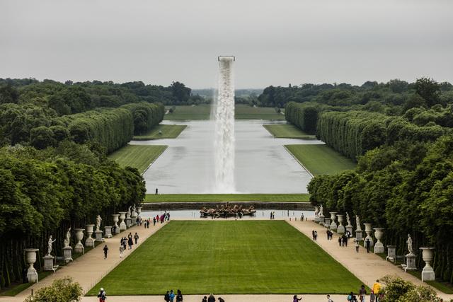 , 'Waterfall,' 2016, Château de Versailles