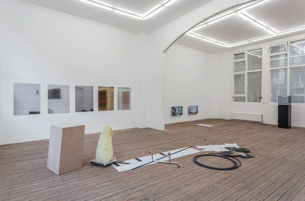 Installation view Misfit Love, Galerie Gabriel Rolt. Photo Peter Tijhuis