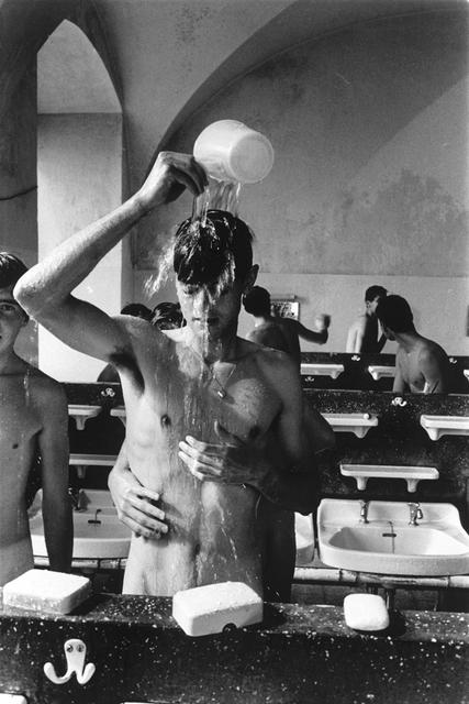 , 'Einer greift nach Seife und berürht Mike,' 1963, ClampArt