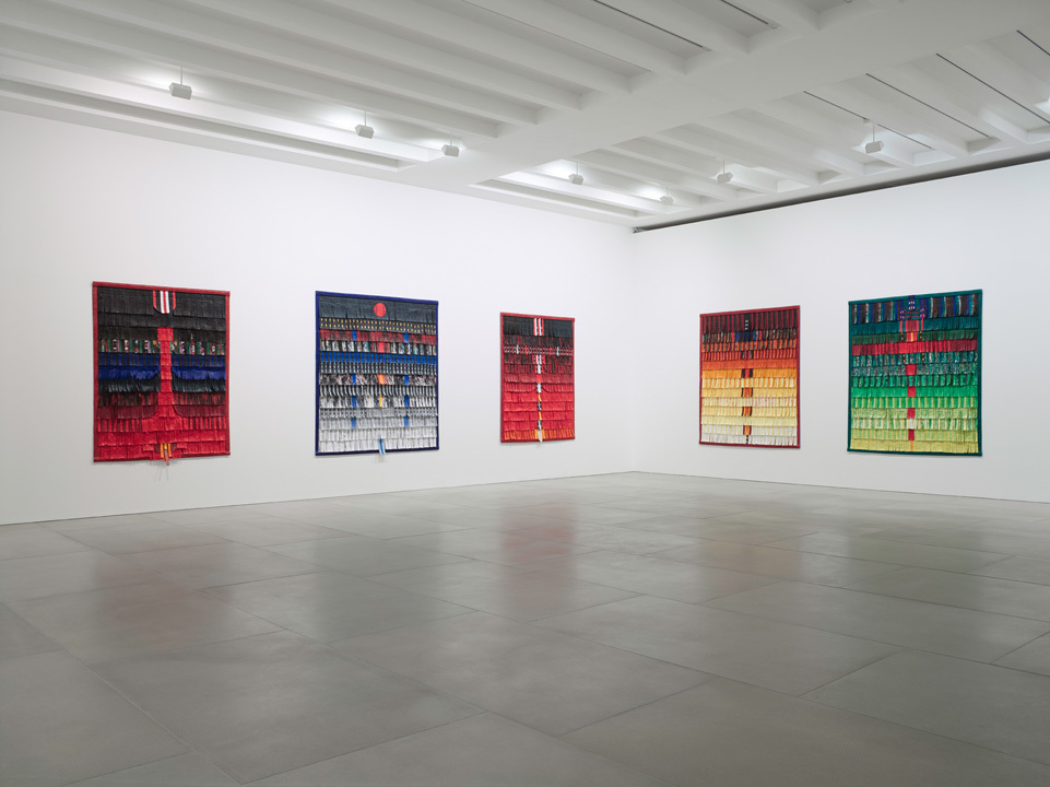Abdoulaye Konaté, Symphonie en couleur, Installation view, Courtesy the artist and Blain|Southern, Photo: Peter Mallet