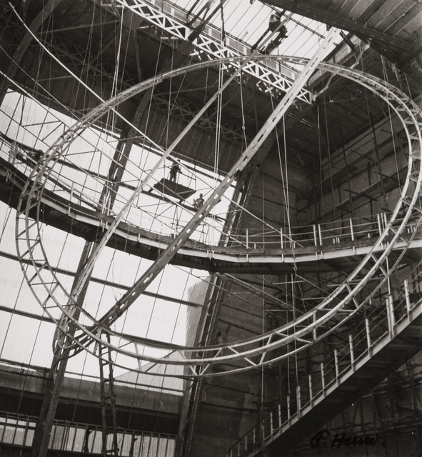 , 'Structure (intérieur du Palais de l'Air, Paris, Exposition Universelle) (Structure (inside the Palace of the Air, Paris, World Fair)),' 1937, Jeu de Paume