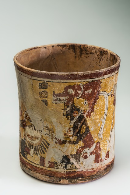 , 'Vase polychrome représentant des guerriers (Polychrome vase depicting warriors),' 600-900 AD, Musée du quai Branly